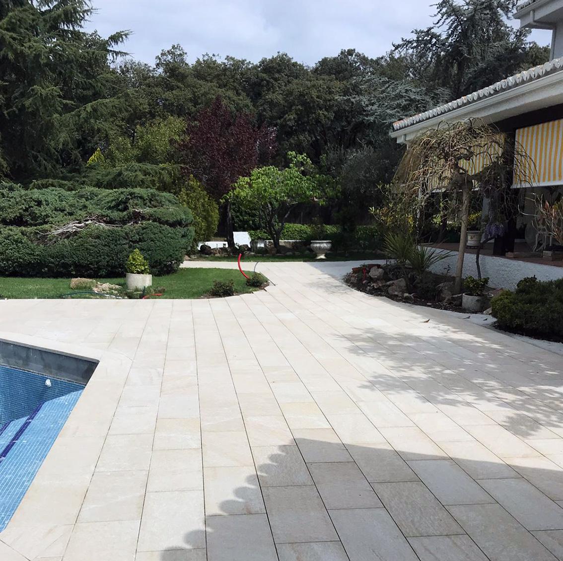 Reforma de playa de piscina y alrededores